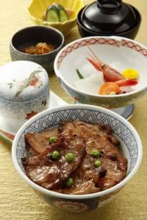 北海道産かみこみ豚の<br>豚丼御膳