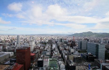 窓から札幌の街並みが一望できます。
