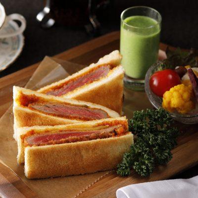 開店1周年記念プレミアムサンド 第一弾北海道産ビーフフィレカツのサンドイッチ